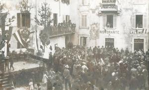 Festa in iazza a Maccio nel 1916